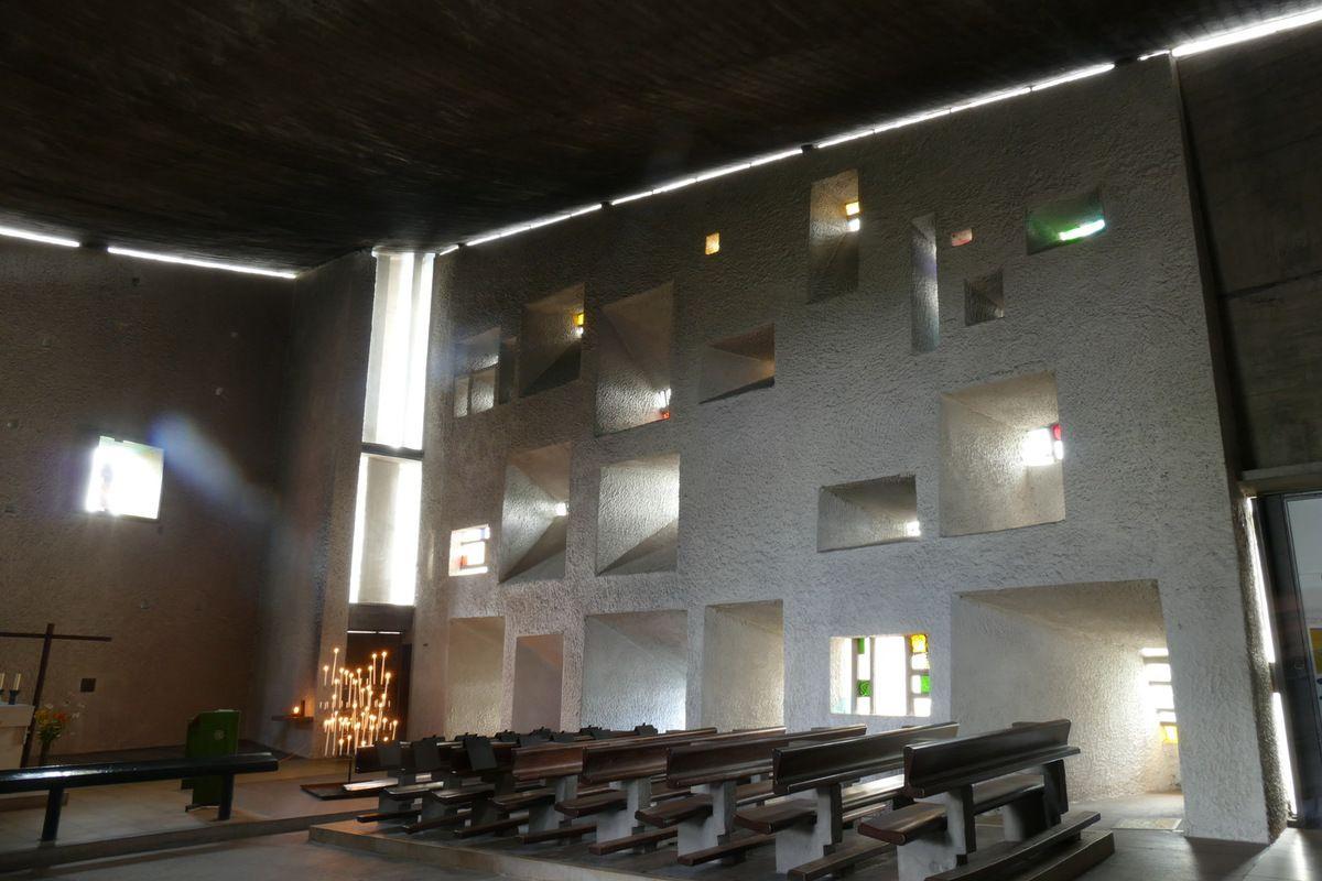 le mur de lumière, Chapelle Notre-Dame-du-Haut, Ronchamp, photographie lavieb-aile.