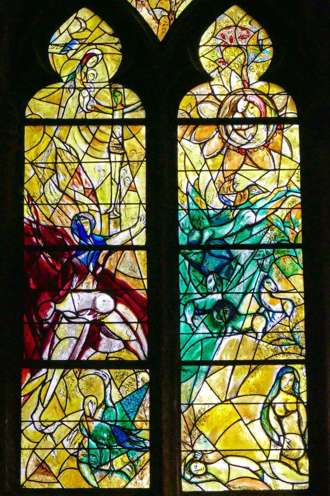Marc Chagall, vitrail de La Création, 1959-1963, lancettes A et B,  cathédrale de Metz. Photographie lavieb-aile.