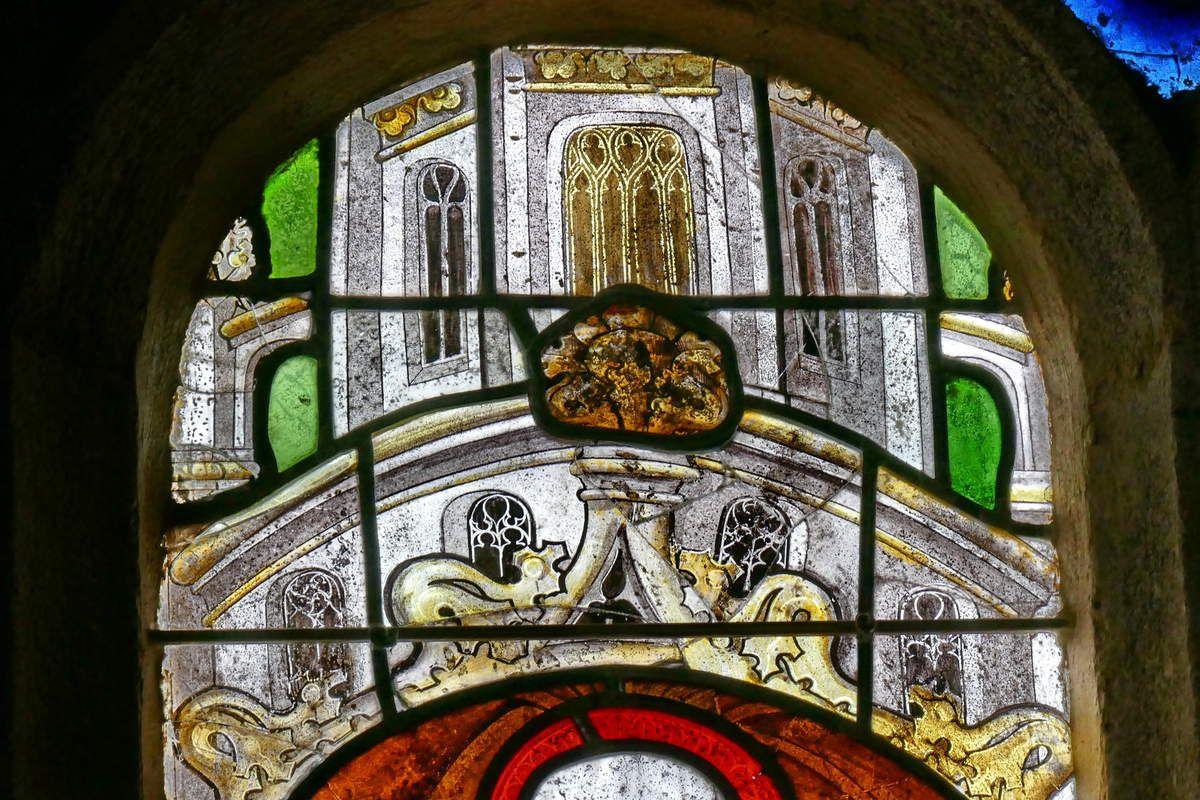 Niche architecturée, la lancette A, . Baie 1, bras nord du transept, église Notre-Dame, Brennilis, photographie lavieb-aile.