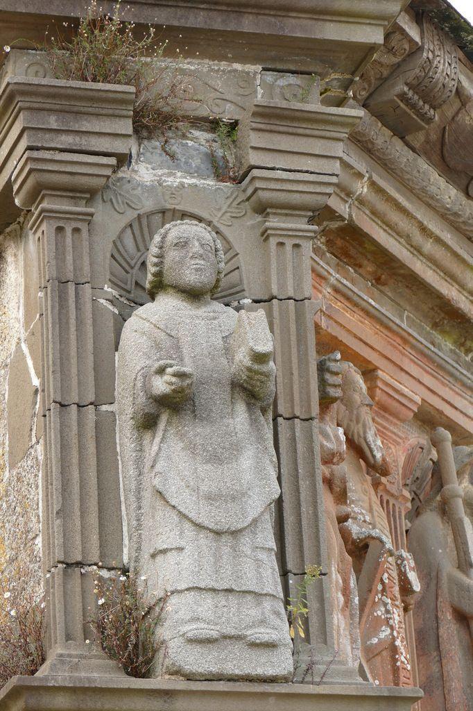 Saint Suliau, ossuaire de l'enclos paroissial de Sizun. Photographie lavieb-aile.