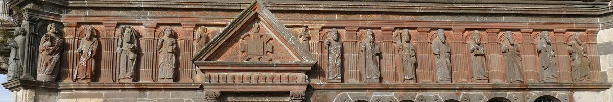 Le troisième registre de l'ossuaire de l'enclos paroissial de Sizun. Photographie lavieb-aile.