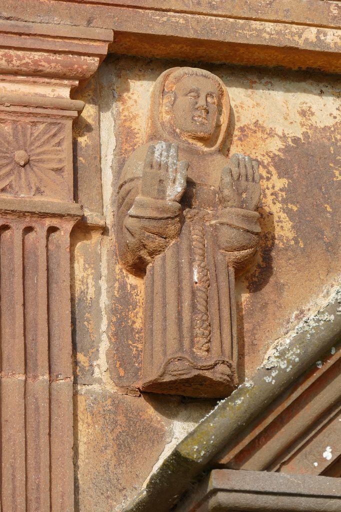 Saint François d'Assise montrant ses stigmates, Ossuaire de l'enclos paroissial de Sizun. Photographie lavieb-aile.