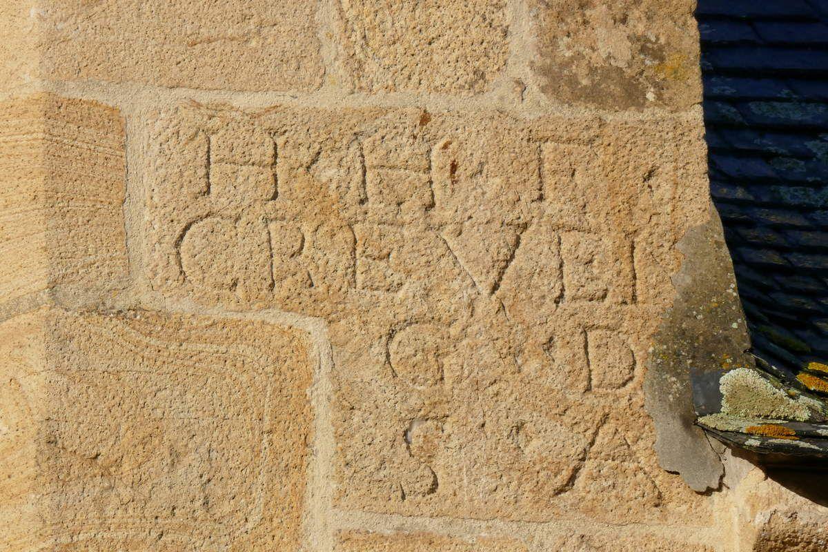 Inscription au nord du chevet, église Saint-Sauveur, Le Faou. Photographie lavieb-aile.