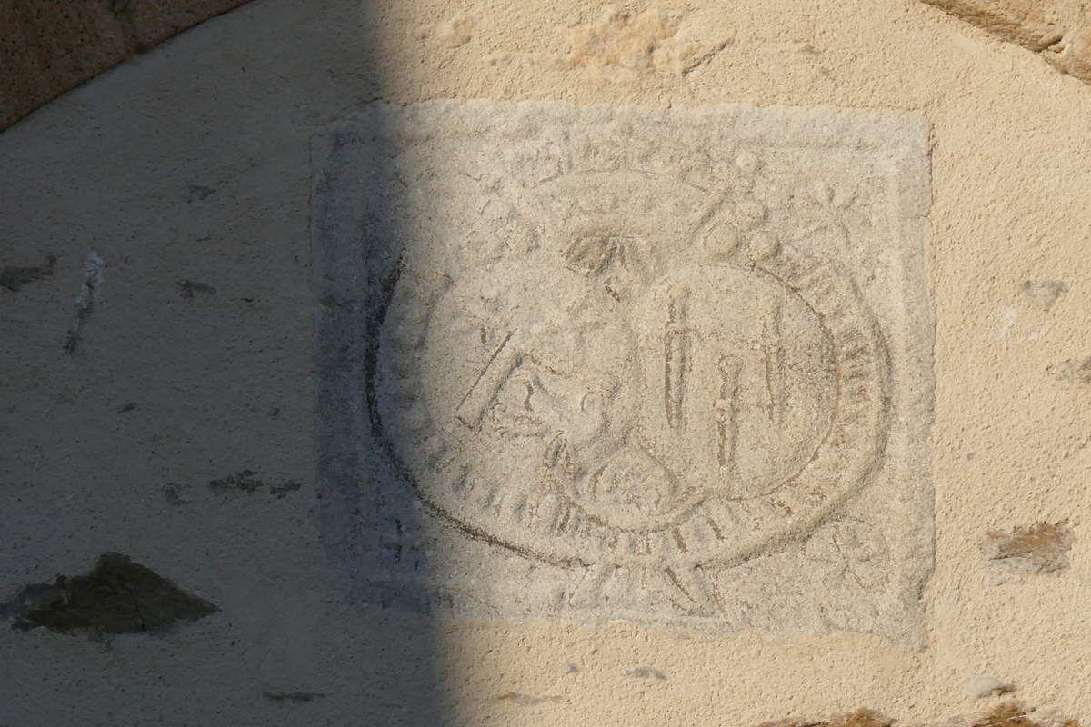 Armoiries de Nicolas Magon de La Gervaisais, et de son épouse, Marie-Flore de La Bourdonnais, église Saint-Sauveur, Le Faou. Photographie lavieb-aile.