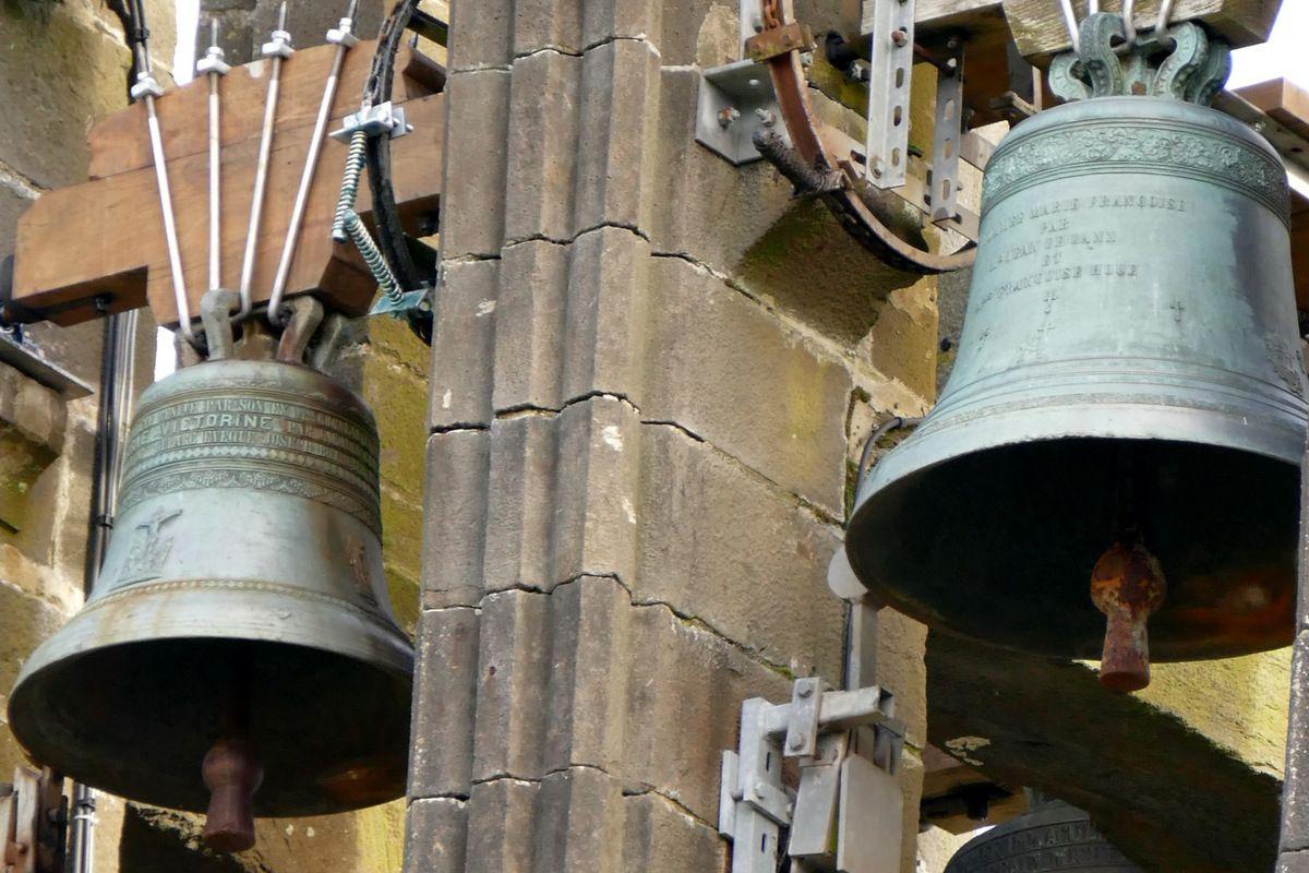 Cloche de l'église Notre-Dame de Rumengol. Photographie lavieb-aile.
