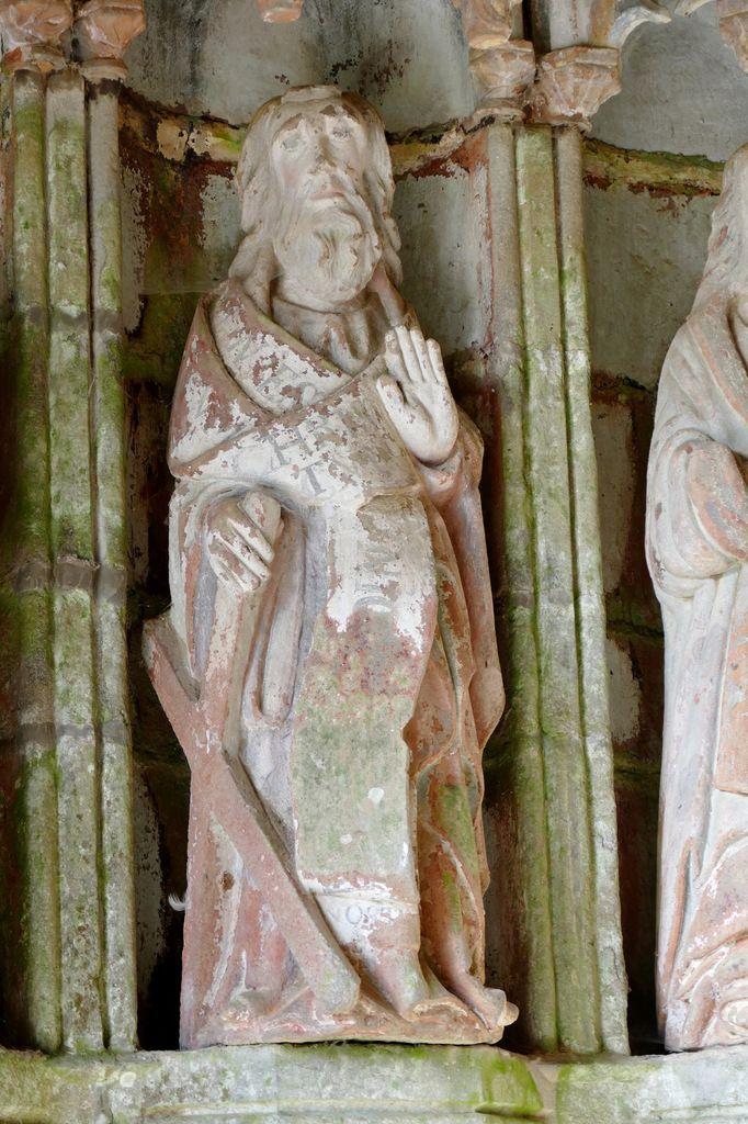 L'apôtre André , porche sud de l'église de Rumengol. Photographie lavieb-aile.