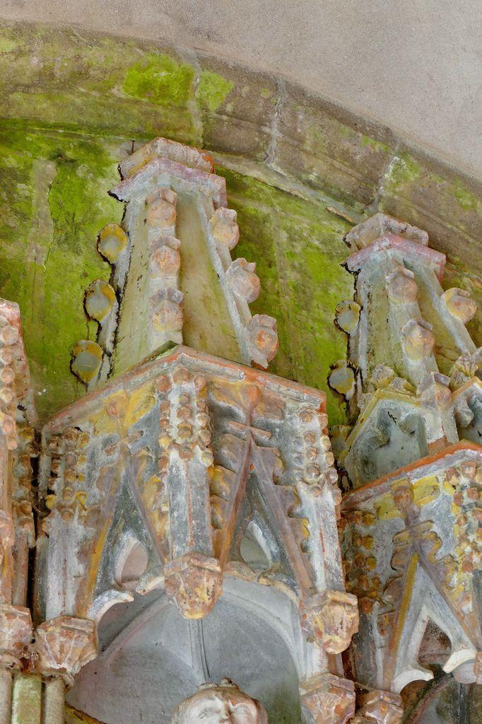 Dais gothique polychrome, porche sud de l'église de Rumengol. Photographie lavieb-aile.