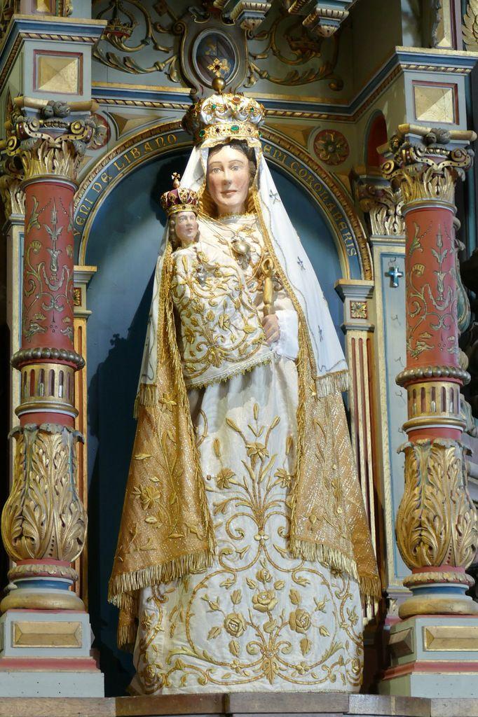 La statue de Notre-Dame de Rumengol, habillée et couronnée.  Photographie lavieb-aile.