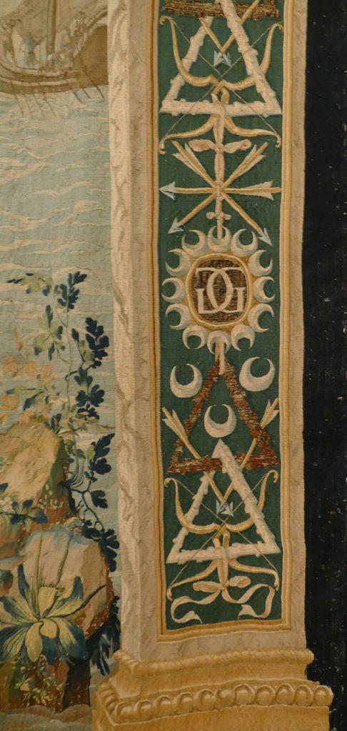 La conception de Diane et Apollon ; Latone pourchassée par le serpent Python, d'après les dessins de l'atelier de Jean Cousin (?), 1 ère pièce de la Tenture de l'Histoire de Diane Paris, vers 1550, tapisserie en laine et soie, Ec. 1877 1 er étage, salle des broderies de l'Arsenal Musée d'Écouen, photographie lavieb-aile.