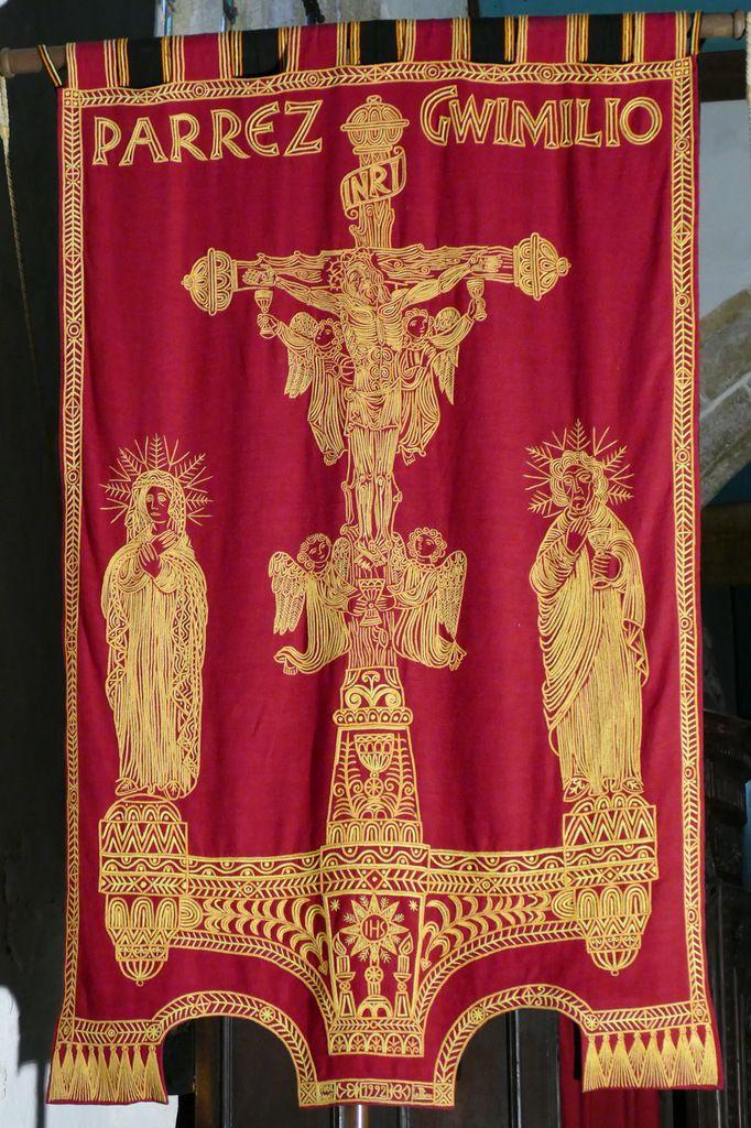 bannière de la paroisse de Guimiliau, 1992. Photographie lavieb-aile.