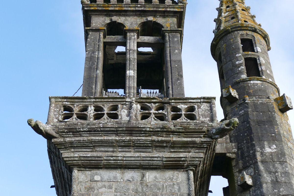 Première galerie du clocher de l'église de Brasparts. Photographie lavieb-aile.