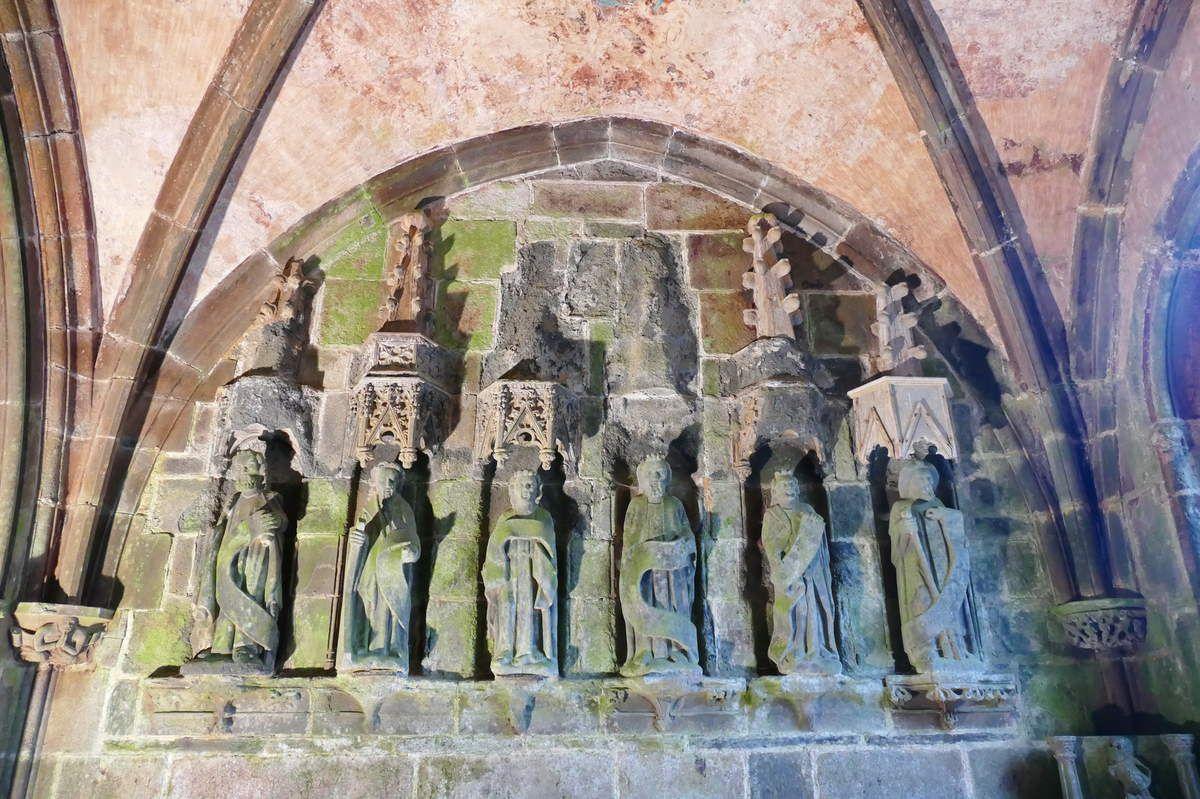 Apôtres du coté droit du porche sud, église Saint-Salomon, La Martyre. Photographie lavieb-aile.