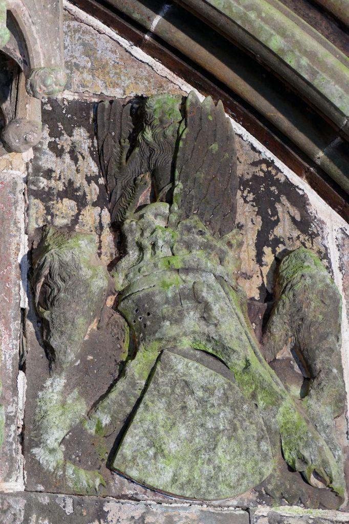 Armoiries des seigneurs de Léon, portail sud  de l'église Saint-Salomon, La Martyre. Photographie lavieb-aile.
