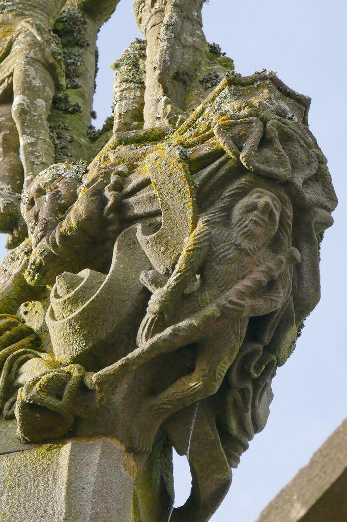 Homme sauvage, Calvaire, Porte triomphale, enclos paroissial, La Martyre. Photographie lavieb-aile.