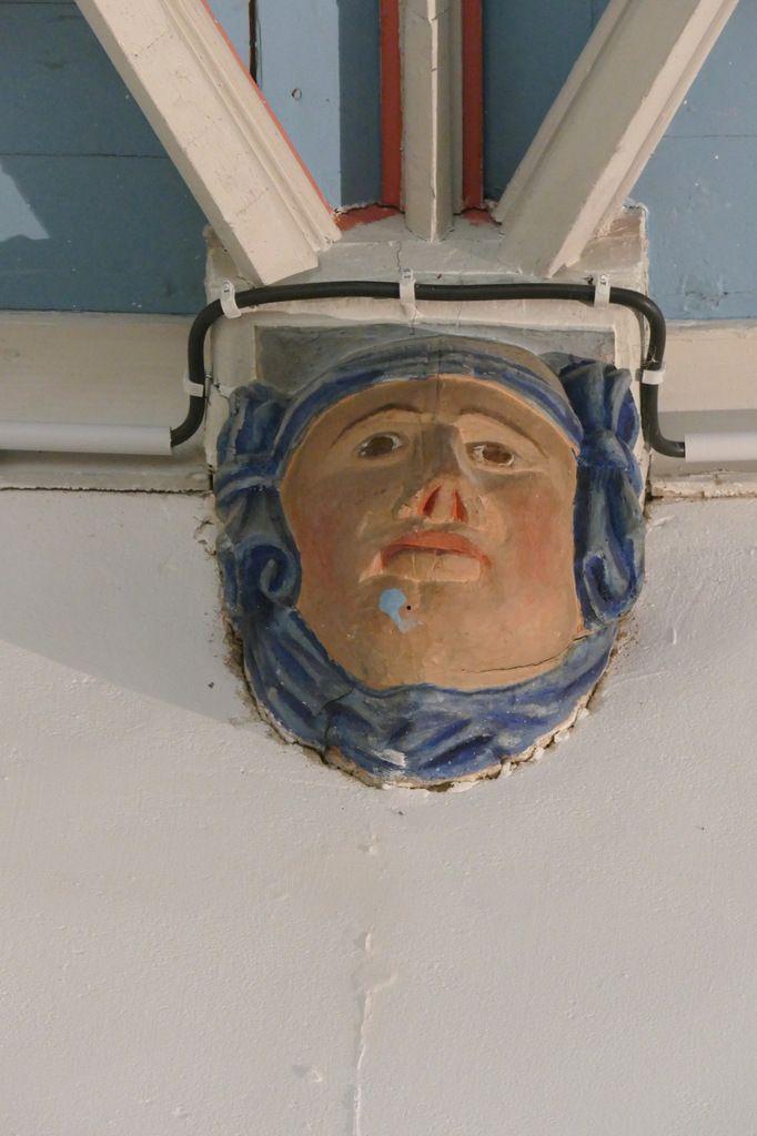 Visage de femme, bas-coté sud, église Saint-Thomas de Landerneau. Photographie lavieb-aile.