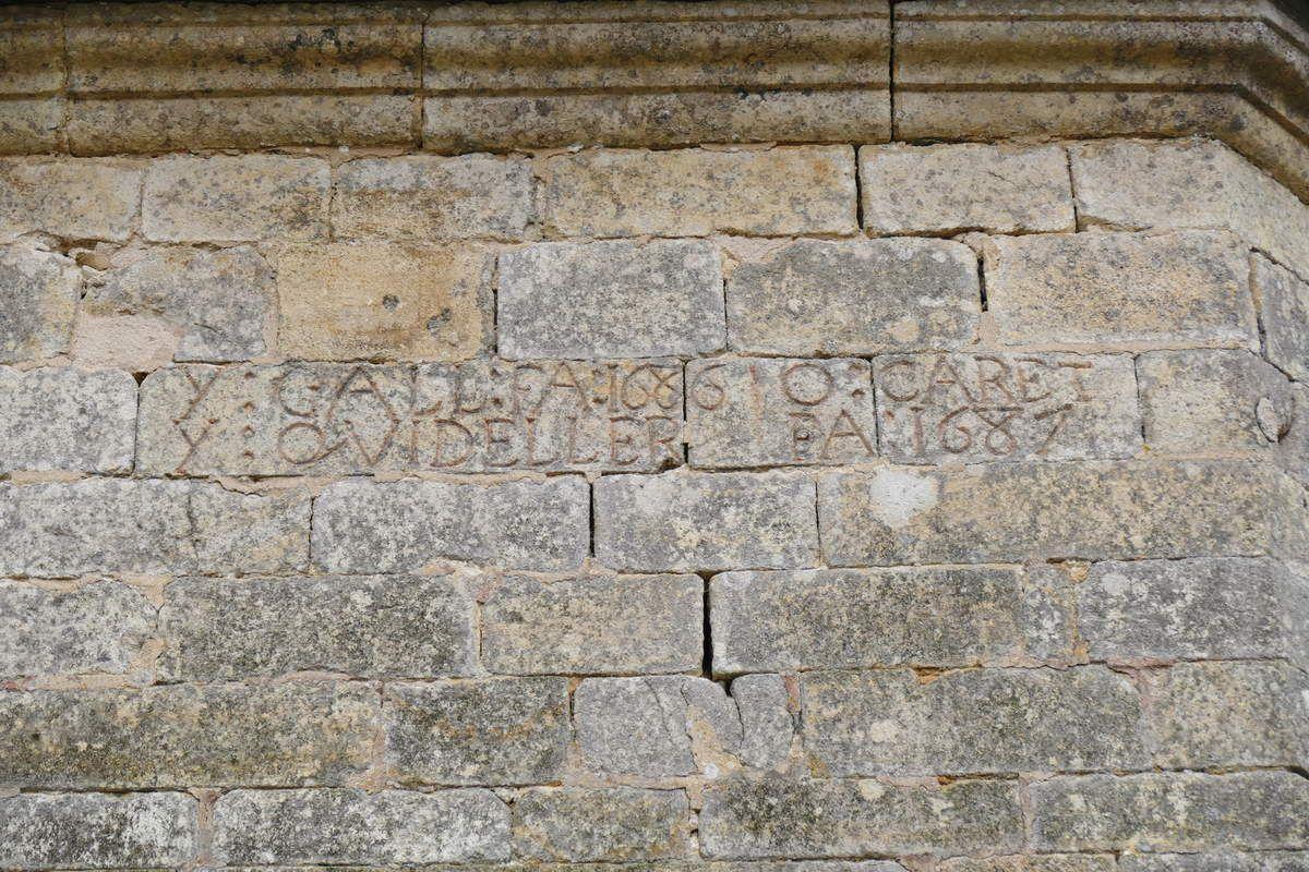 Inscription lapidaire, église de Saint-Urbain. Photographie lavieb-aile.