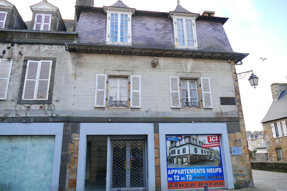 """Ancien hôpital Saint-Julien : maison du """"Pauvre Petit Bonhomme Landerneau""""  Photographie lavieb-aile."""
