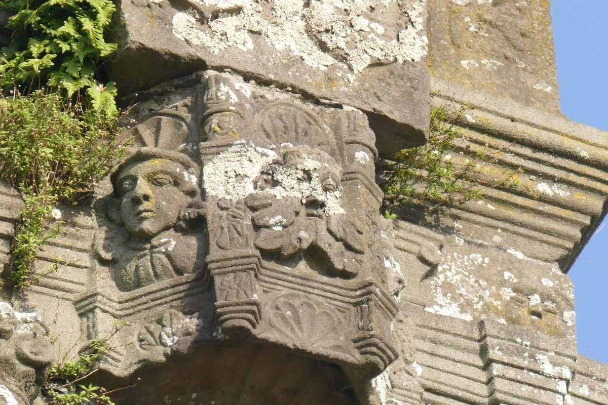 Porche de l'église de Landivisiau. Photographie lavieb-aile.