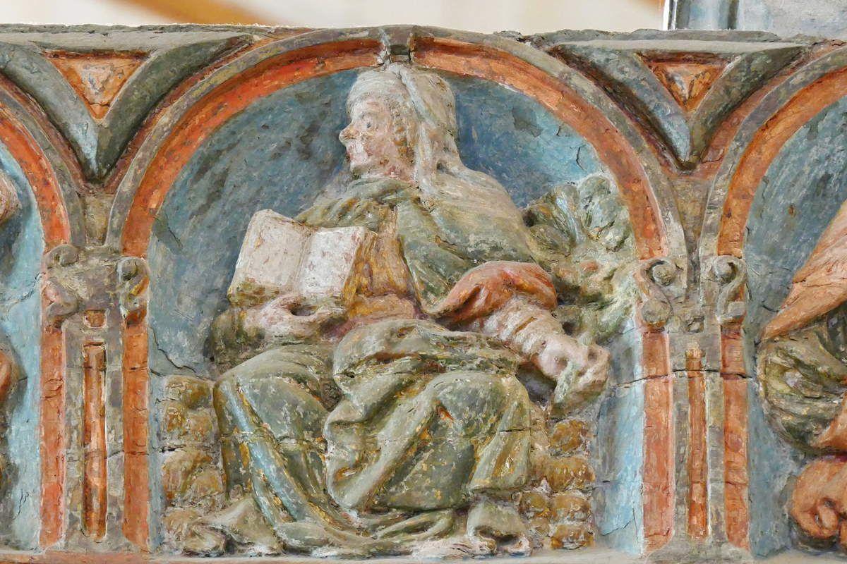 La Sibylle Érythréenne tenant une lanterne. Poutre de Gloire (XVIe siècle) de l'église de Lampaul-Guimiliau. Photographie lavieb-aile 2016.