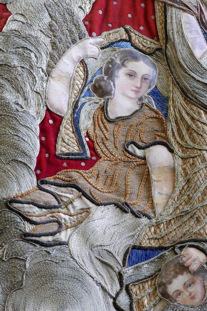 Assomption (détail), Bannière n° 1 (1700-1725) de l'église Sainte-Nonne de Dirinon. Photographie lavieb-aile 2016.