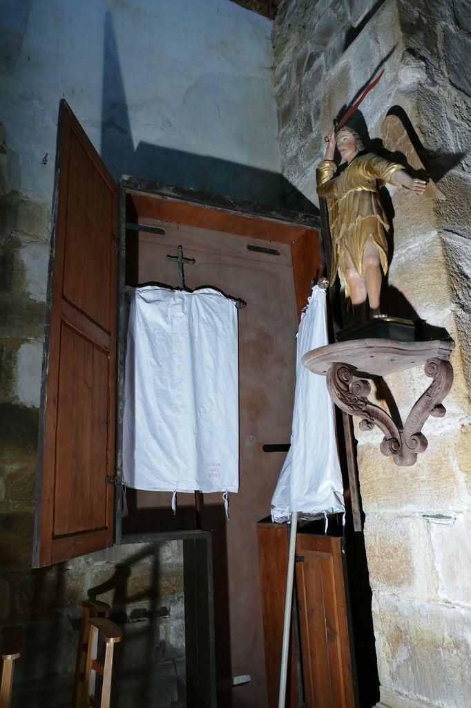 Armoire à bannière,  église Sainte-Nonne de Dirinon. Photographie lavieb-aile 2017.