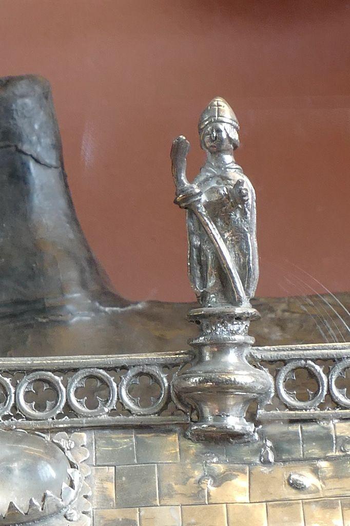 Statuette de saint Divy. Chasse reliquaire de Sainte-Nonne (v. 1450) . Église de Dirinon. Photographie lavieb-aile 2017.