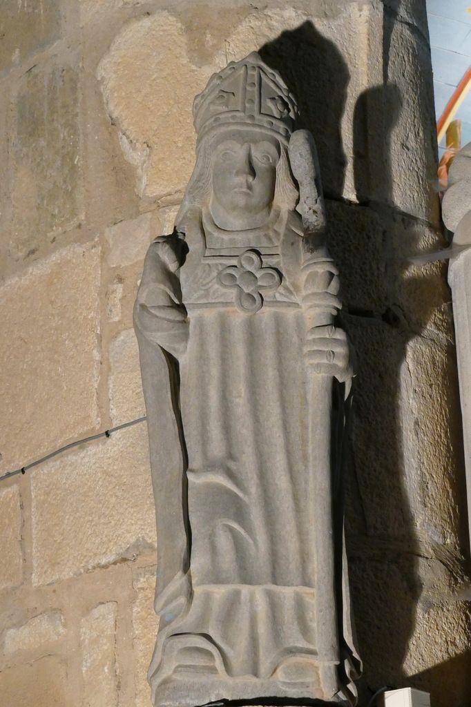 Statue de saint Divy, kersanton. Église de Dirinon. Photographie lavieb-aile 2017.