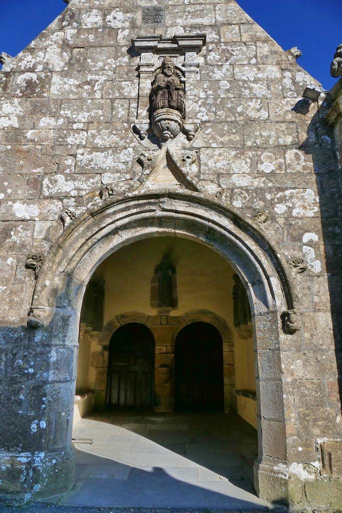 Porche sud (1618) de l'église de Dirinon. Photographie lavieb-aile février 2017.