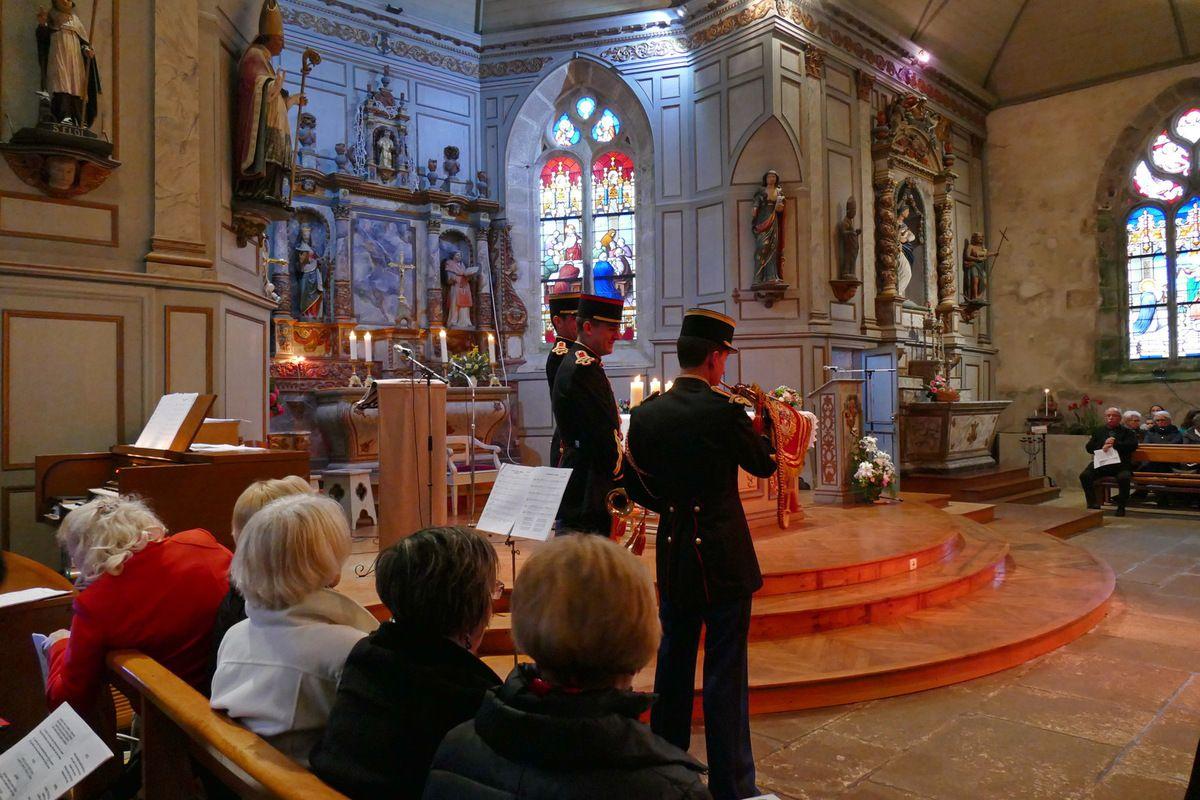 L'église Sainte-Marie-Madeleine de Dinéault. II. La messe de la Chasse.