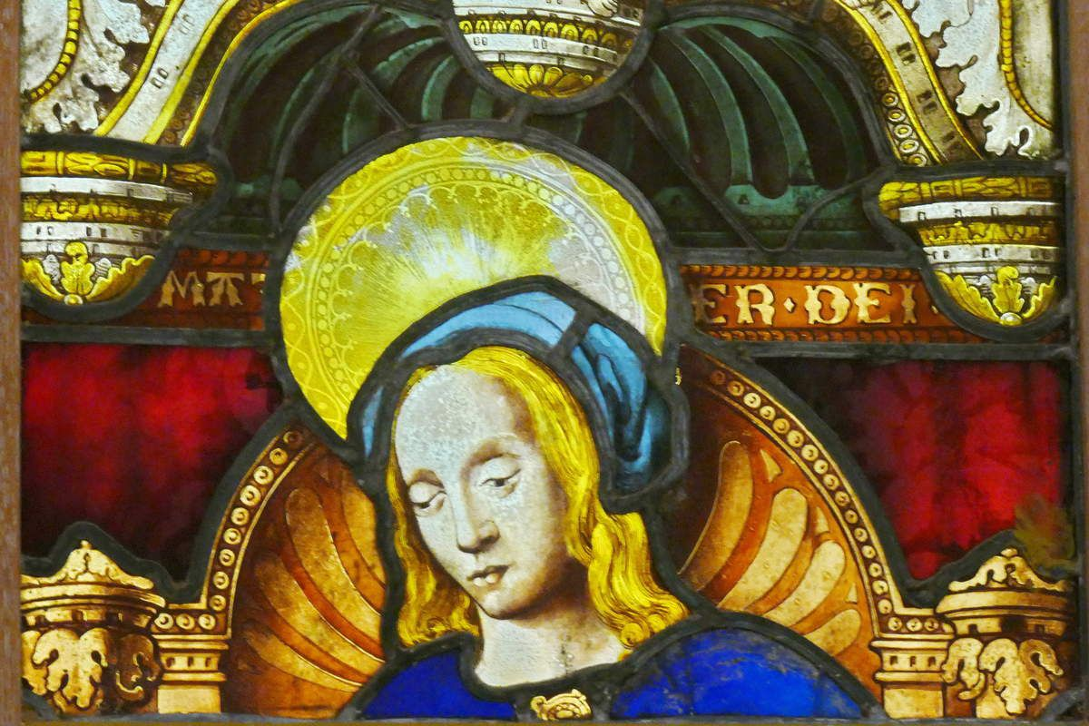 Lancette B, Vierge à l'Enfant. Verrière de la chapelle Saint-Exupère de Dinéault. Musée Départemental Breton. Photographie lavieb-aile février 2017.
