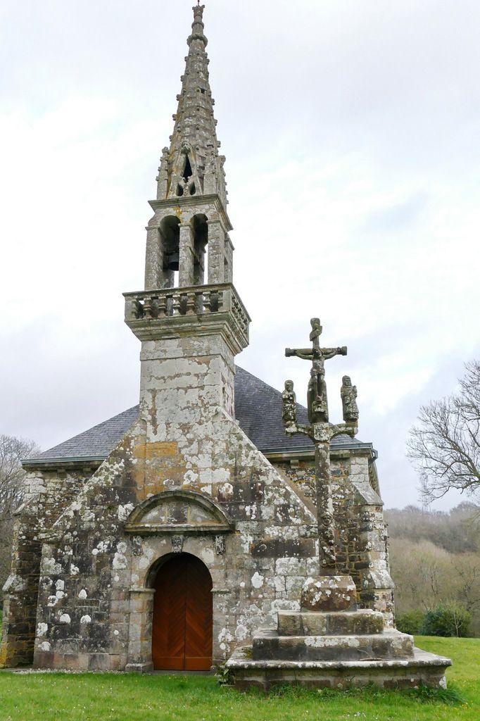 Calvaire de la chapelle Saint-Exupère à Dinéault. Photographie lavieb-aile février 2017.
