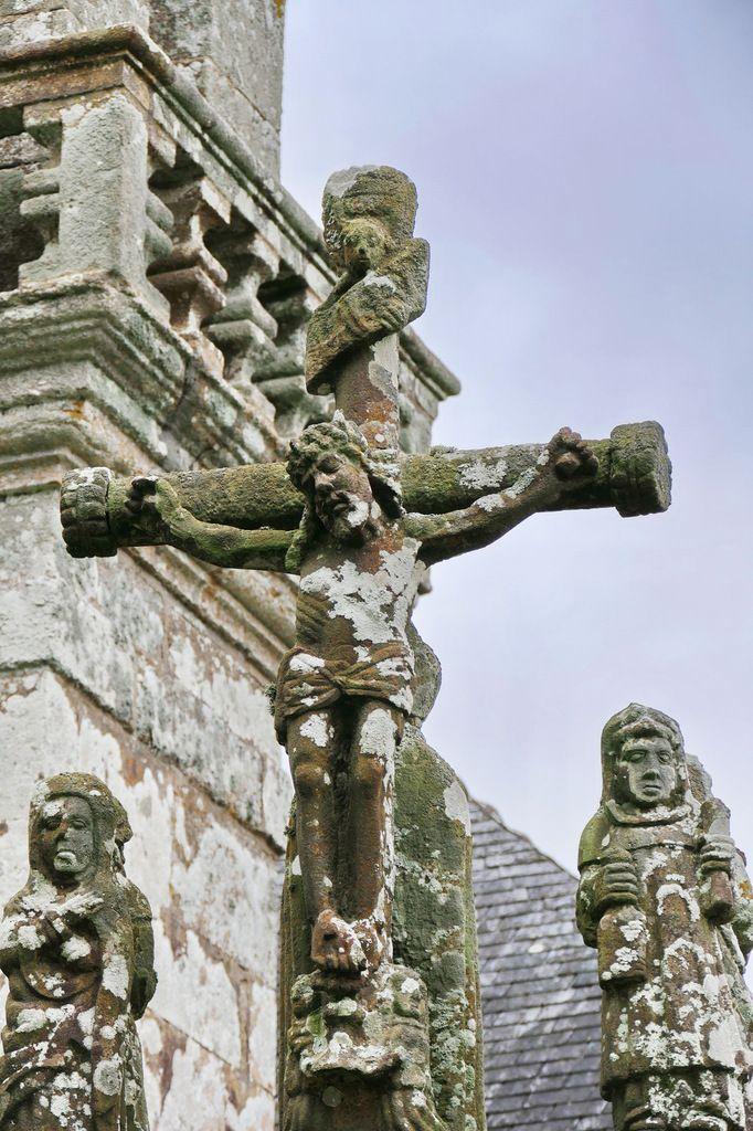 Le Christ sur la croix, calvaire de la chapelle Saint-Exupère à Dinéault. Photographie lavieb-aile février 2017.