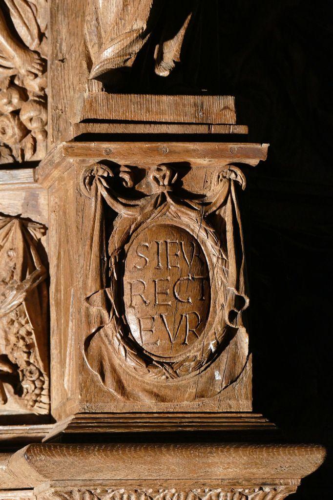 Deuxième médaillon à inscription, chaire à prêcher (1667), église de Guimiliau. Photographie lavieb-aile 2016.