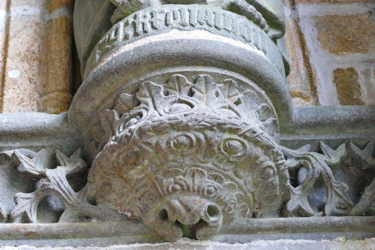 Console de la statue de l'apôtre Simon,  porche ( Bastien et Henry Prigent, 1563) de l'église de Guipavas. Photographie lavieb-aile février 2017.