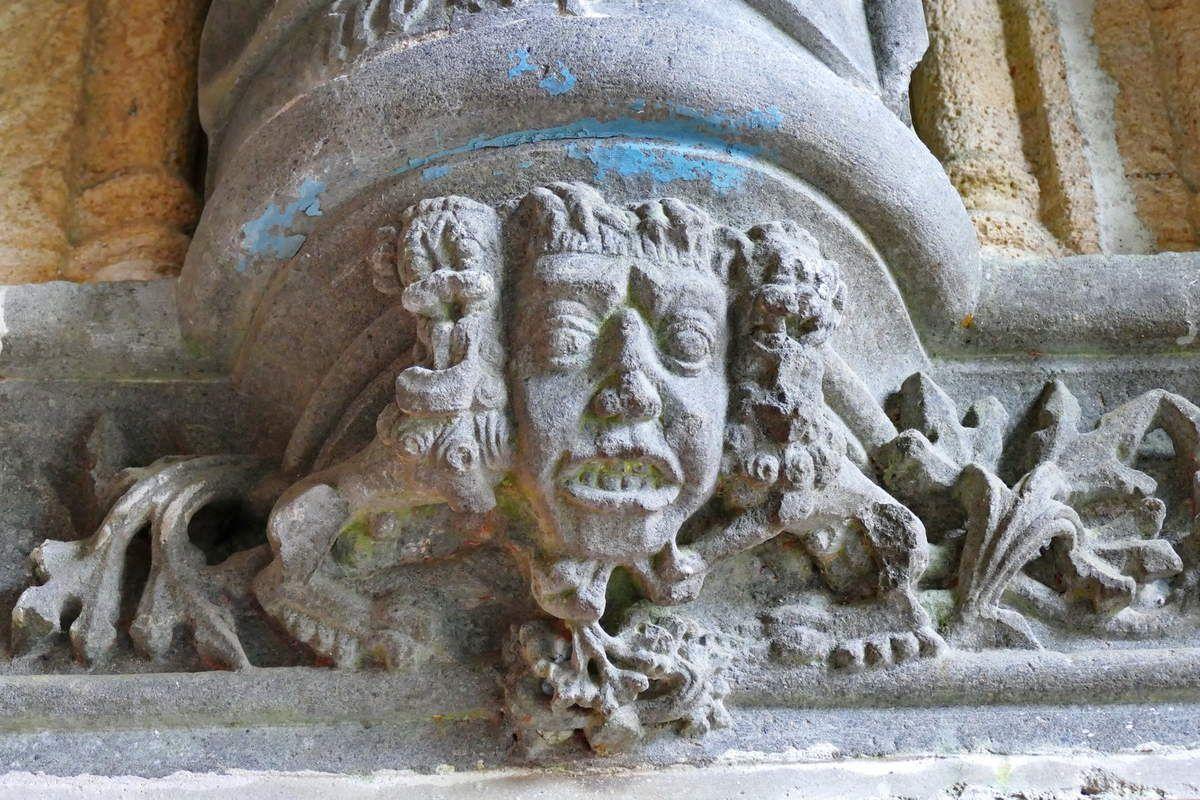 Console de la statue de Saint Matthieu, porche ( Bastien et Henry Prigent, 1563) de l'église de Guipavas. Photographie lavieb-aile février 2017.