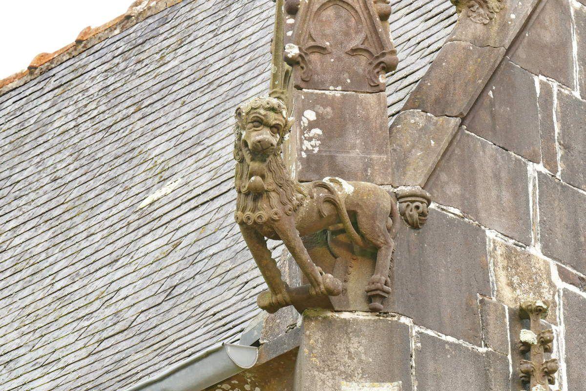 Crossette en kersanton du porche (1553) de l'église de Pencran. Photographie lavieb-aile décembre 2017.