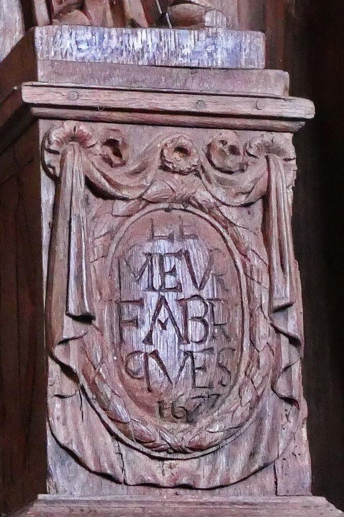 Quatrième médaillon à inscription, chaire à prêcher (1667), église de Guimiliau. Photographie lavieb-aile 2016.