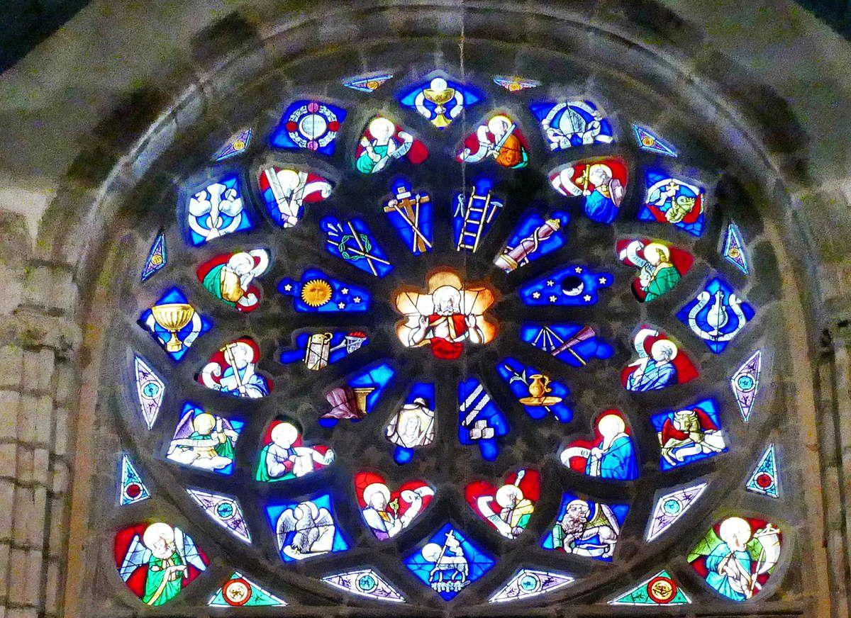 Rose de la maîtresse-vitre (1556) du chœur de la chapelle Saint-Herbot en Plonévez-du-Faou. Photographie lavieb-aile mars 2017.