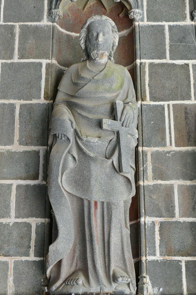 Saint Philippe, intérieur du Porche des Apôtres, coté sud (kersanton, vers 1423-1433) , Collégiale du Folgoët. Photographie lavieb-aile avril 2017.
