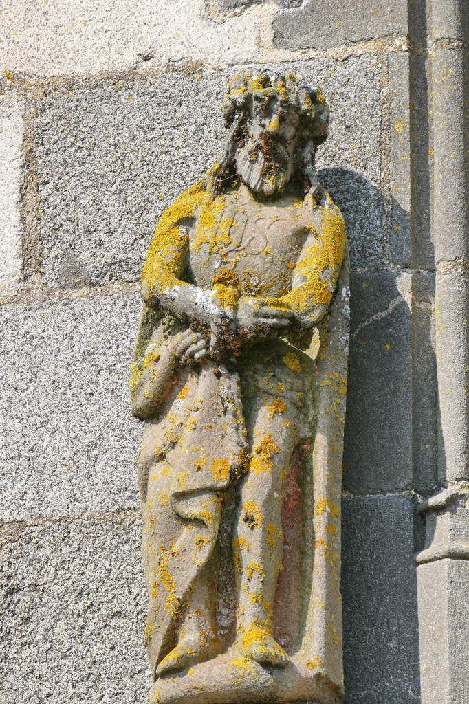 Christ aux liens, à gauche de la première baie de la façade sud, Collégiale du Folgoët, photographie lavieb-aile avril 2017.