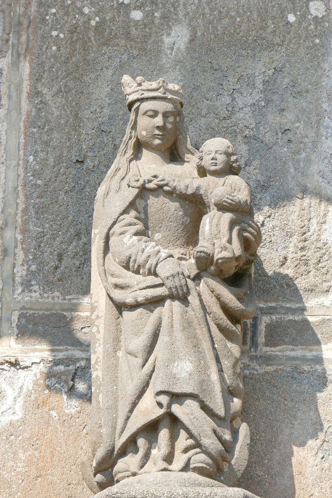 Vierge de l'Apocalypse (Bastien Prigent) kersanton, XVIe, tympan du portail sud de la Collégiale du Folgoët, photographie lavieb-aile avril 2017.