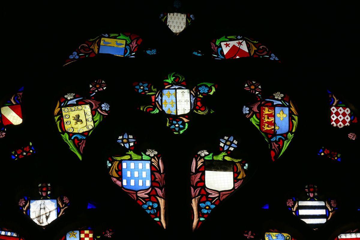 Tympan de la verrière de la Légende de Salaün le Fol par  Emile Hirsch 1869. Chapelle de Coëtivy, baie 4 de la Basilique du Folgoët. Photographie lavieb-aile mai 2017.