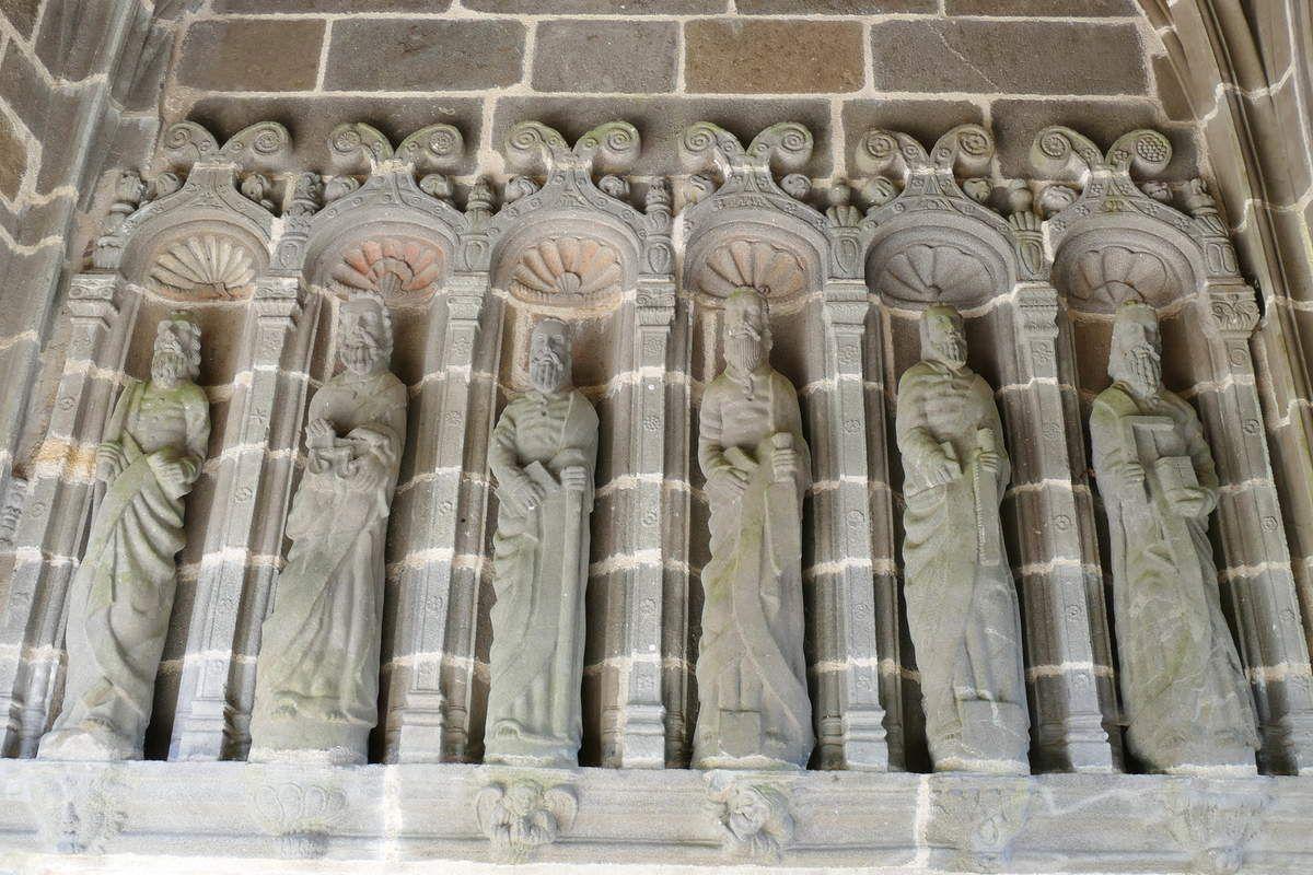 Les six apôtres de gauche, Porche des Apôtres, Abbaye de Daoulas, photographie lavieb-aile février 2017.