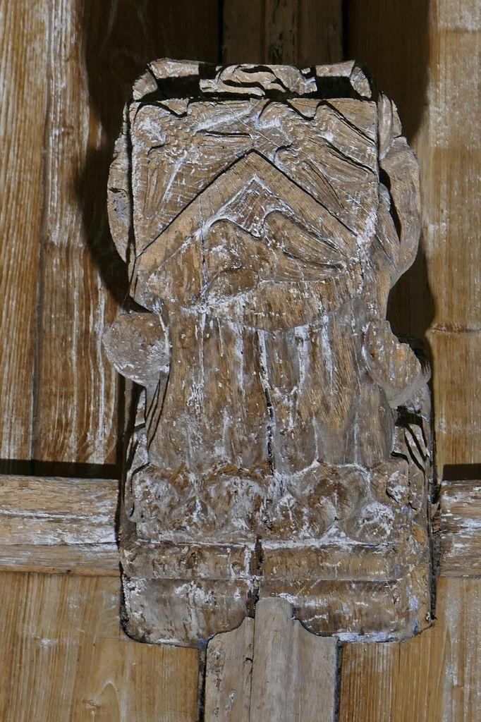 Armoiries de Guy Maufuric abbé de Daoulas, clef de la voûte de l'ancienne abbatiale Notre-Dame, Daoulas. Photographie lavieb-aile juin 2017.