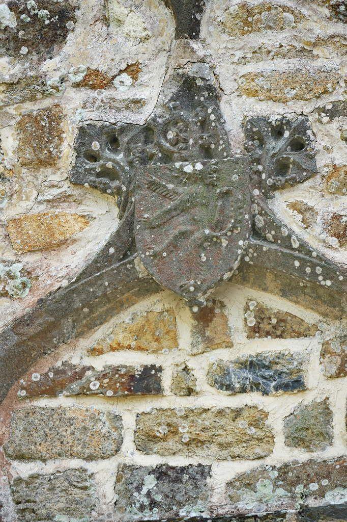 Armoiries de l'abbé Guillaume Le Lay, cour de l'abbaye de Daoulas. Photographie lavieb-aile juin 2017.