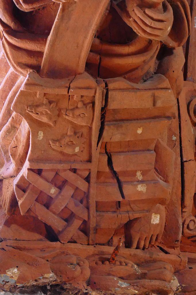 Armoiries Mesgral / Penfentenyo, Voûtain de la première lucarne sud,  nef de l'église de Saint-Divy. Photographie lavieb-aile juillet 2017.