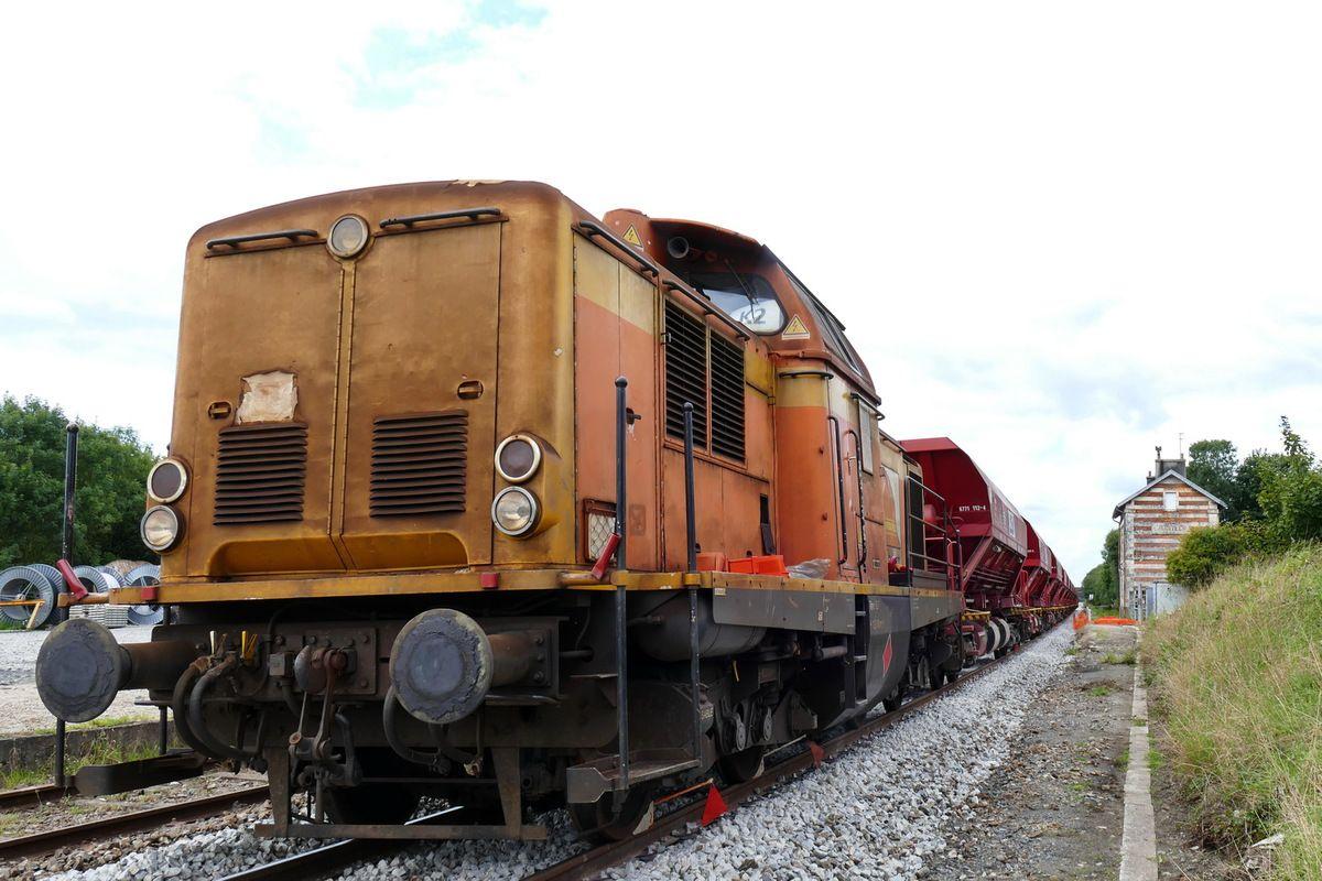 La locomotive V212R, photographiée en gare d'Hanvec  en août 2017 par lavieb-aile.