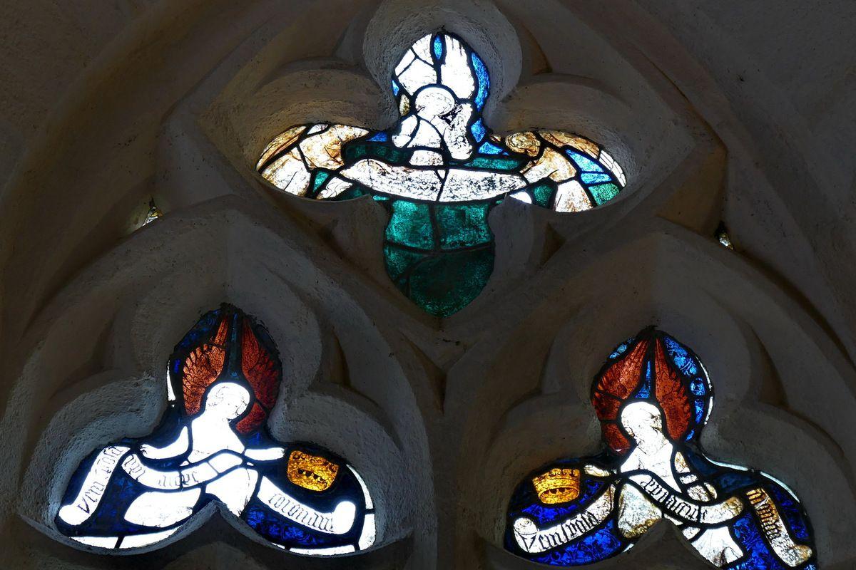 Tympan de la baie 7, bas-coté nord de la nef de la chapelle Saint-Jacques à Merléac. Photographie lavieb-aile septembre 2017.