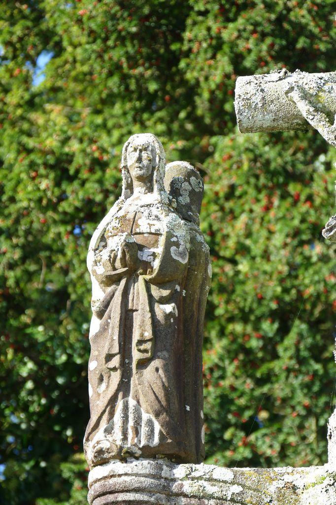 La Vierge, kersanton, 1565, Calvaire  de Ty-Croaz à La Martyre (29). Photographie lavieb-aile octobre 2017.