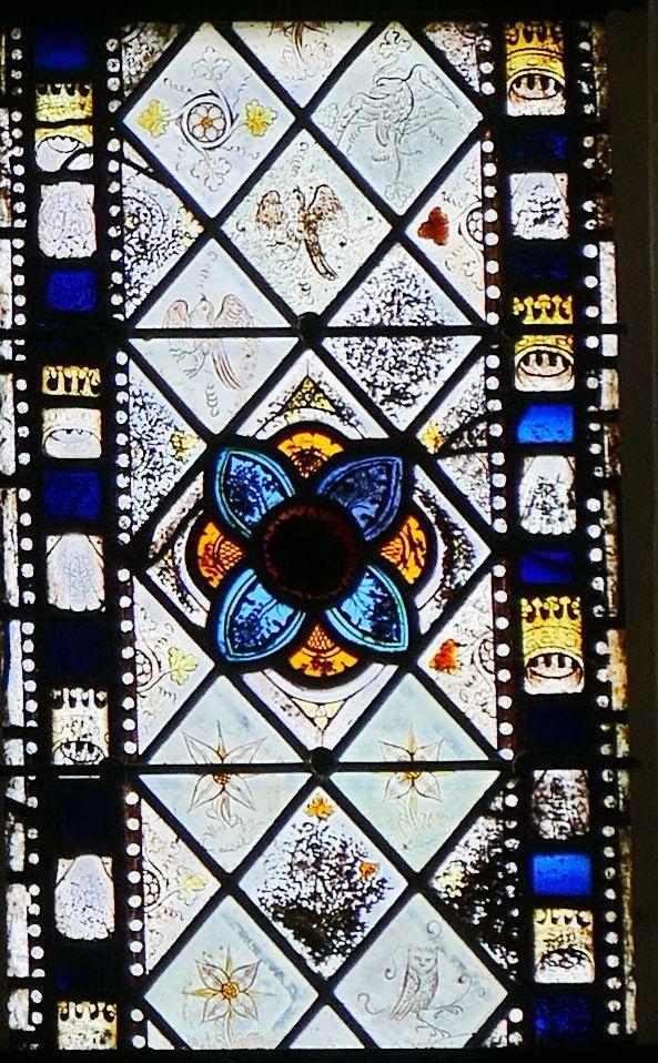La lancette H de la partie inférieure de la maîtresse-vitre de  la chapelle Saint-Jacques de Merléac. Photographie lavieb-aile septembre 2017.